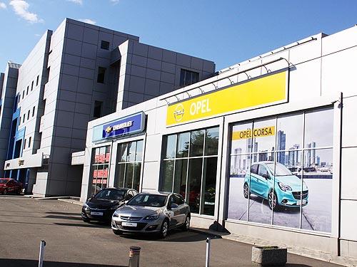Новогодние чудеса в АИС: покупатели автомобиля получают деньги на подарки - АИС
