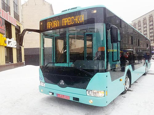 В Украине появился еще один производитель низкопольных 12-метровых автобусов - автобус