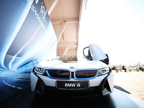 BMW i3 и i8 приняли участие в масштабной конференции IТ Arena - BMW