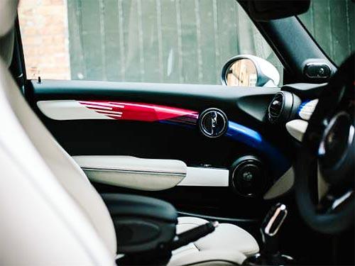 В честь свадьбы Принца Гарри выпущен уникальный MINI Hatch - MINI