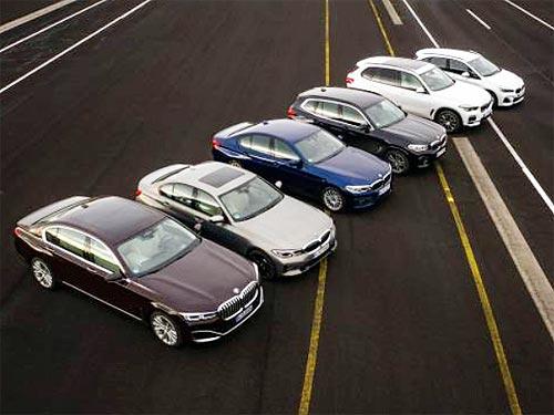 На автосалоне в Женеве дебютировали обновленный BMW 7 серии и новое поколение гибридных моделей BMW