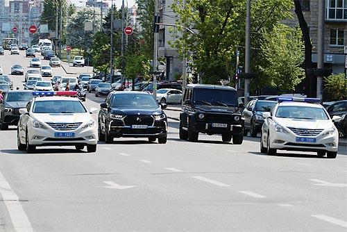 На улицах Киева был замечен «Президентский кортеж» во главе с премиальным DS 7 Crossback. Что это было?