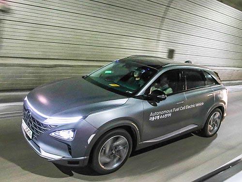 Hyundai представил первый в мире автономный гибридный кроссовер - Hyundai