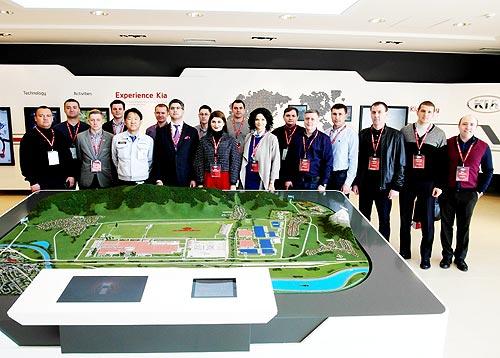 Украинские менеджеры по продажам посетили завод Kia в Словакии - Kia
