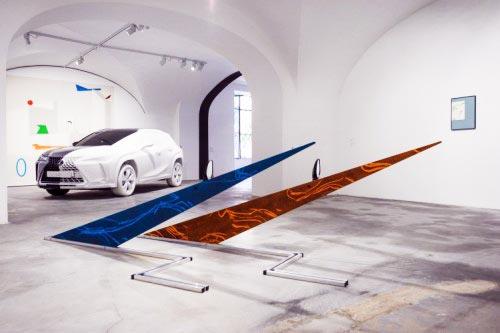 Lexus нестандартно показал экспозицию с прототипом нового кроссовера UX