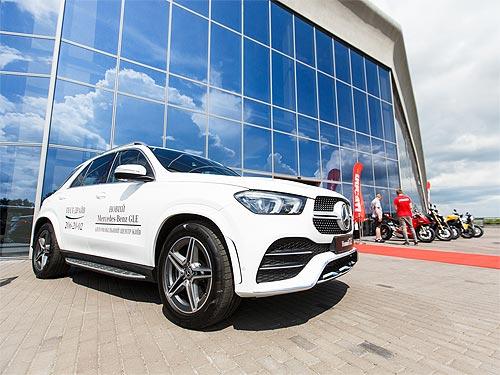 Mercedes-Benz провел в Киеве юбилейный гольф-турнир