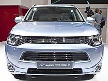 Мировая премьера Mitsubishi Outlander PHEV прошла на Парижском автосалоне. Подробности о новинке - Mitsubishi