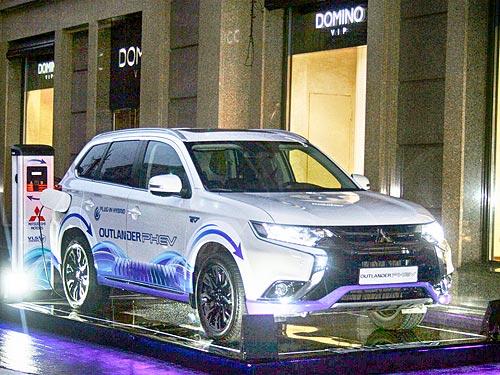 Mitsubishi Outlander PHEV принял участие в праздновании дня рождения императора Японии - Mitsubishi