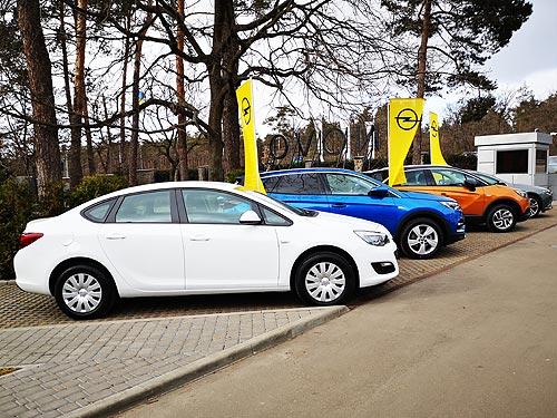 Украинская полиция выбрала еще одну марку для патрульных авто - Opel