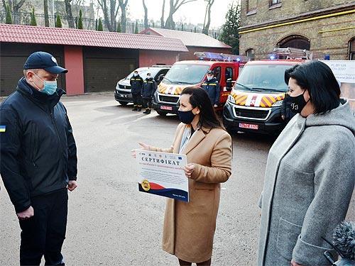 Спасатели Львовской области получили новые пожарные авто на базе Peugeot Boxer