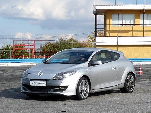 В Украине стартовали продажи настоящих спортивных Renault - Renault