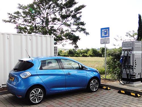 В Европе появились станции подзарядки электромобилей от восстановленных аккумуляторов Renault - Renault