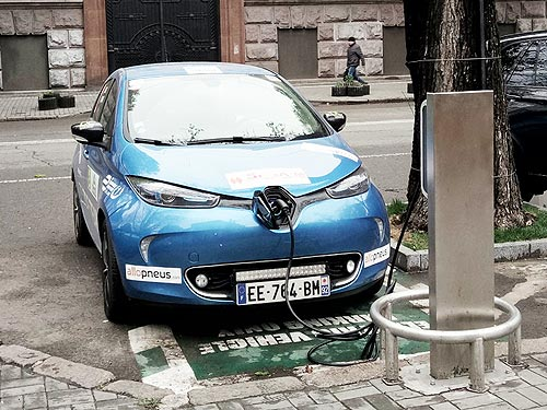 Нет искры. Что дала отмена всех налогов на электромобили в Украине. Статистика продаж - электромоб