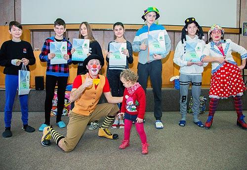 Клоуны SKODA поздравили детей с новогодними праздниками