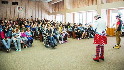Клоуны SKODA поздравили детей с новогодними праздниками - SKODA