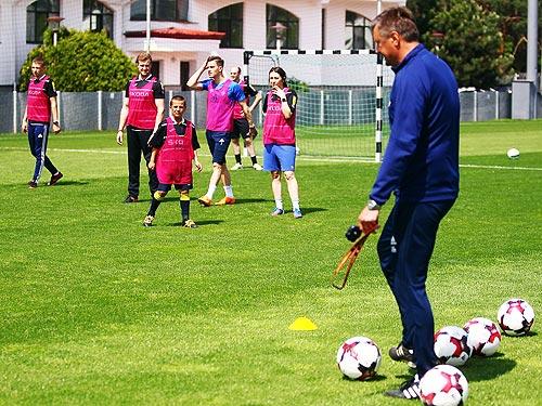 «Тренировка со звездой»: лучшие продавцы SKODA сыграли с футболистами «Динамо»
