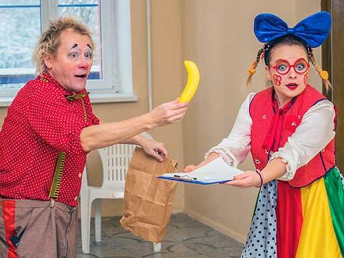 Клоуны SKODA снова дарят праздник детям