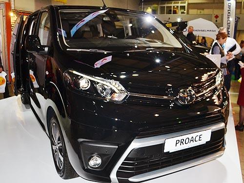 В Украине начали принимать заказы на Toyota Proace