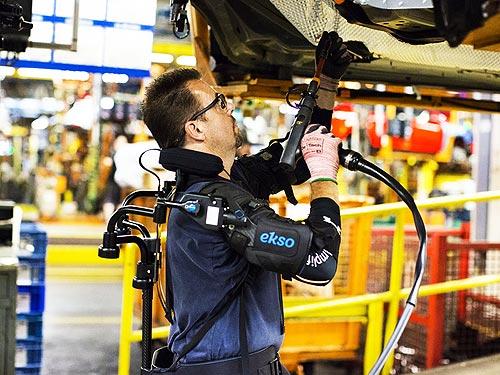 Ford внедрил экзоскелеты для рабочих на конвейере - Ford