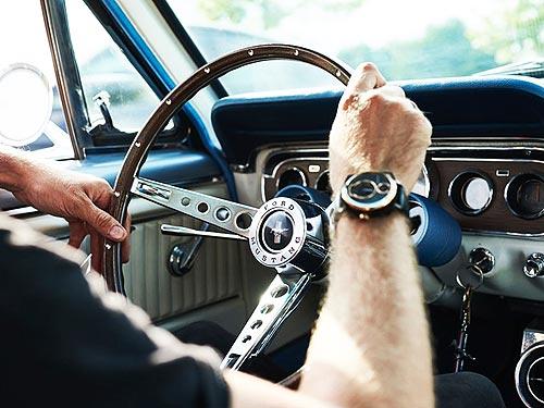 Легендарный Ford Mustang превратили в часы