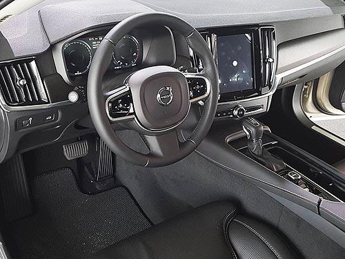Сможет ли Volvo V90 Cross Country повторить успех XC70?