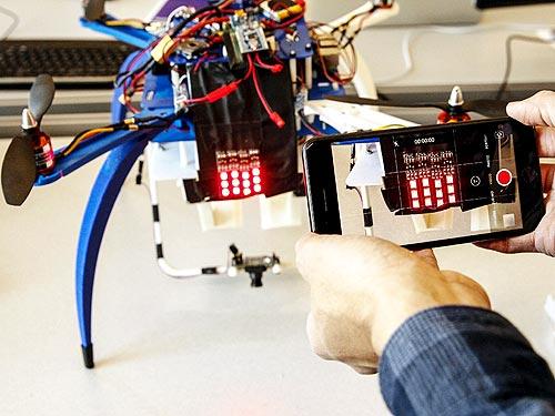 Ford разработал световой аналог автомобильных номеров для дронов - Ford