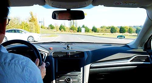 Новая технология Ford сделает светофоры ненужными - Ford