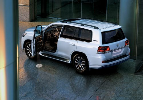 Toyota выводит на рынок самую дорогую версию Land Cruiser 200 - Toyota