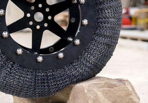 В НАСА изобрели новый вид шин, которые не боятся проколов - непробиваемы