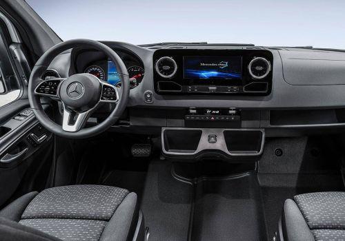 Новый Mercedes-Benz Sprinter поразил своим интерьером. Фото
