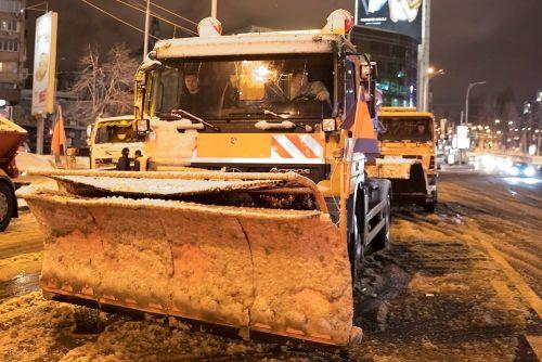 Кличко проинспектировал работу снегоуборочной техники в Киеве - снегоубор