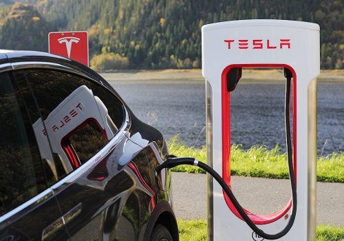 Шара закончилась. Tesla запретила пользоваться своими зарядками таксистам - Tesla
