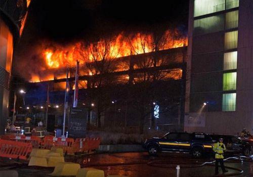 Пожар в паркинге уничтожил 1,4 тыс. авто - пожар