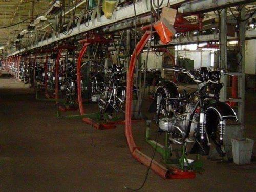 С киевского мотозавода в металлолом вывезли последние комплектующие - КМЗ