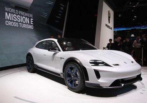 Porsche показала концепт электрического авто с отдачей в 600 л.с и запасом хода в 500 км. - Porsche