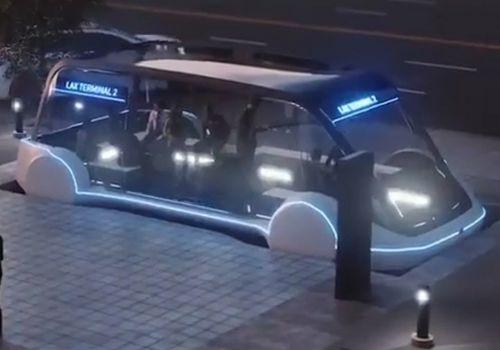 """Илон Маск показал """"маршрутку"""" будущего, развивающую 200 км\ч"""