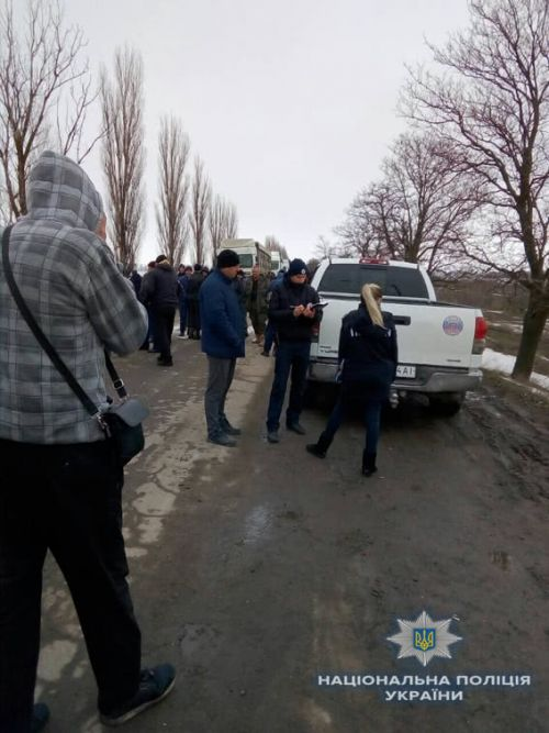 В регионах жители блокируют дороги, требуя ремонта - дорог