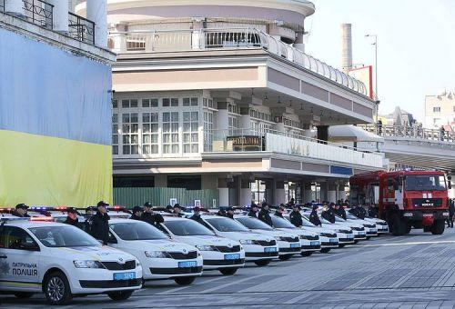 Полиция получила еще 102 автомобиля Skoda Rapid - полиц