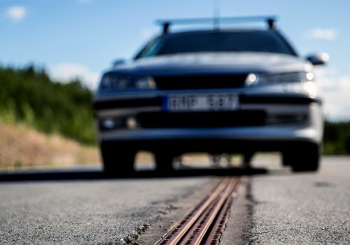 В Швеции открыли дорогу, подзаряжающую движущиеся электромобили - электромоб