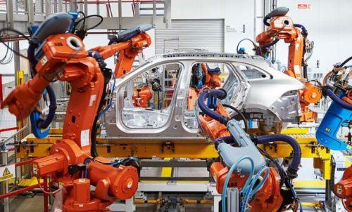 Jaguar Land Rover увольняет рабочих на заводе в Великобритании - Land Rover