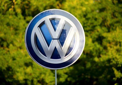 Volkswagen планирует изменить логотип - Volkswagen