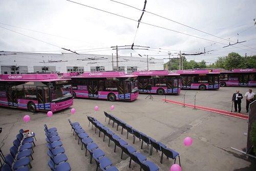 В городах начали запускать новый более экономичный транспорт - транспорт