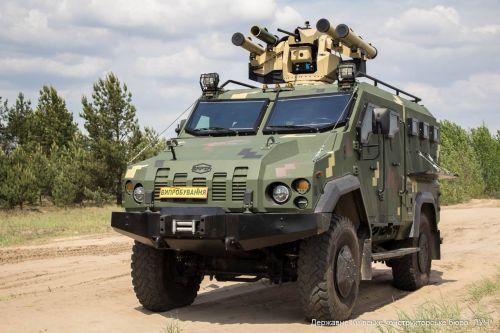"""КБ """"Луч"""" оснастило боевым модулем с новейшими ракетами бронеавтомобиль """"Варта"""""""