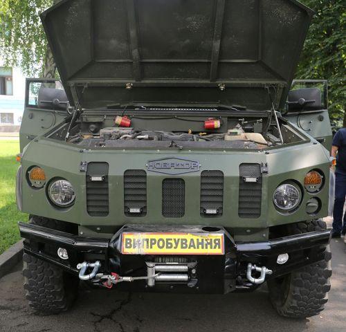Министр обороны Украины изучил новый украинский бронеавтомобиль