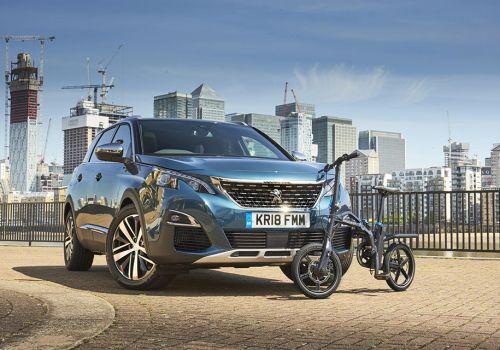 В комплектацию Peugeot 5008 добавили электровелосипед