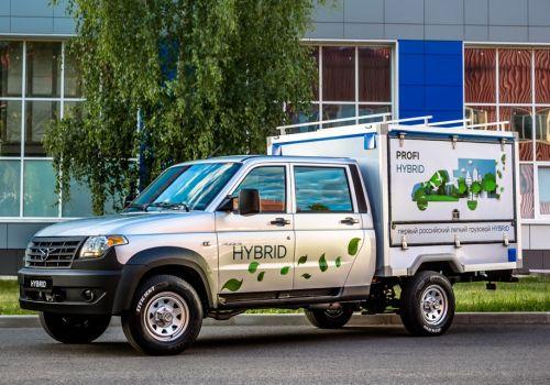 """УАЗ показал первый """"гибридный"""" грузовик"""