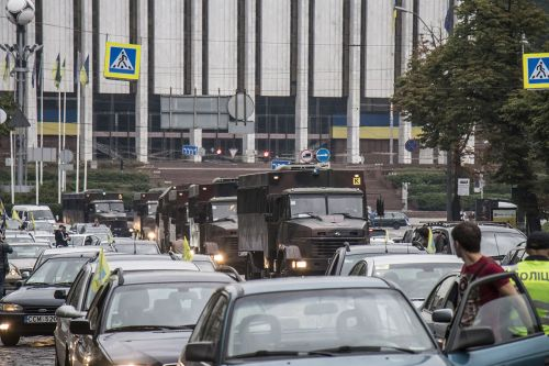 Владельцы авто на еврономерах заблокировали правительственный квартал в Киеве
