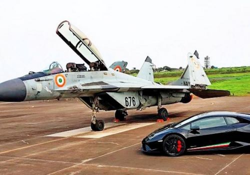 Гонка Lamborghini vs Миг-29. Видео