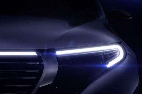 Mercedes-Benz начал показывать облик серийного электрокроссовера EQC