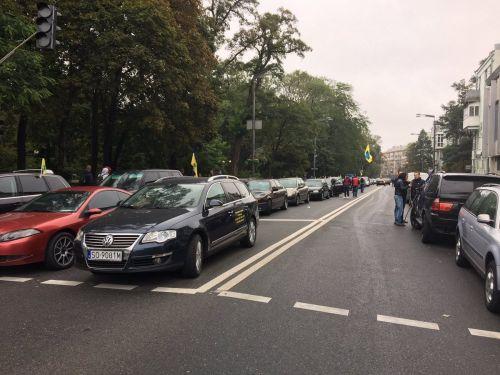 Владельцы авто на еврономерах снова перекрыли центр Киева